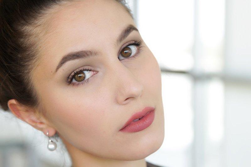 Нюдовый макияж для карих глаз