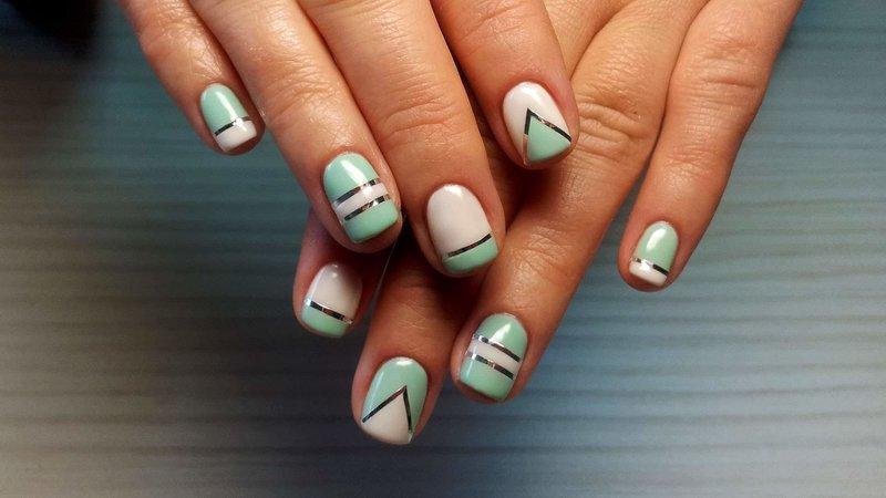 Двухцветная геометрия и ленты на ногтях