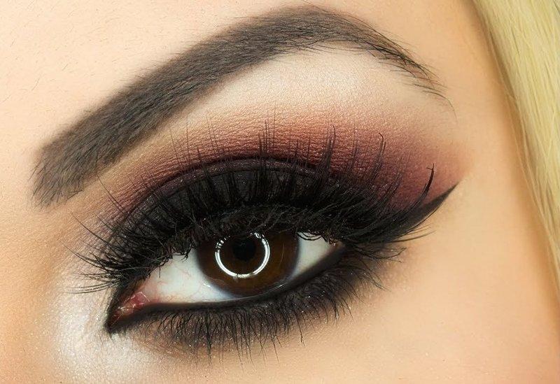 Насыщенный макияж для карих глаз и светлых волос