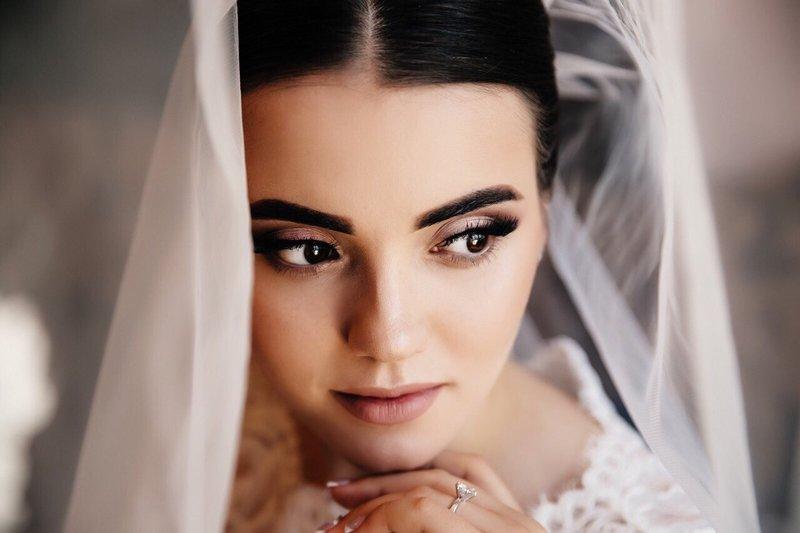 Свадебный нюдовый макияж для смуглой кожи