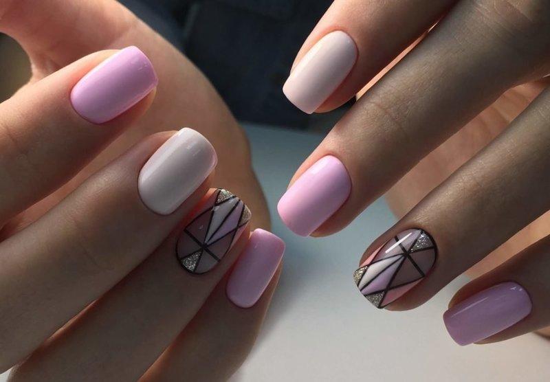 Розовые ноготки с рисунком-абстракцией
