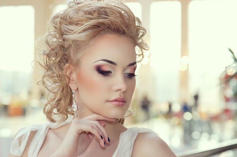 Яркий свадебный мейкап для светлых волос