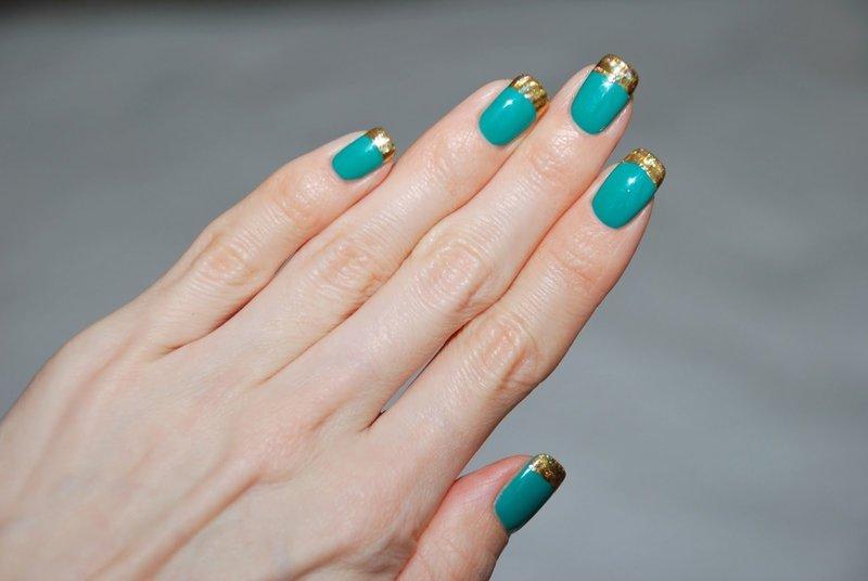 Бирюзовые ногти с френчем из фольги