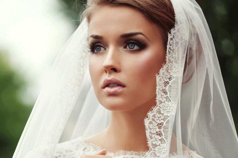 Выразительный макияж на свадьбу для голубых глаз