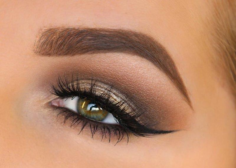 Золотисто-коричневый макияж со стрелками для зеленоглазых брюнеток