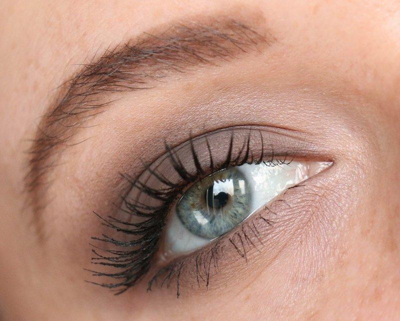 Дневной макияж для серо-голубых глаз