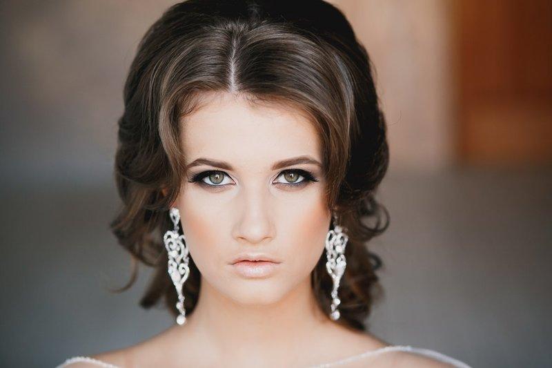 Нюдовый свадебный макияж для брюнеток