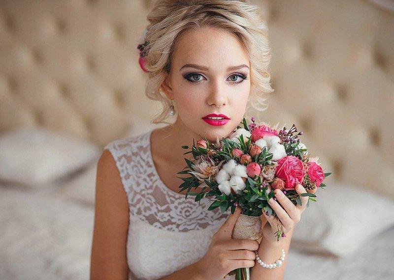 Свадебный мейкап для блондинок с яркими губами