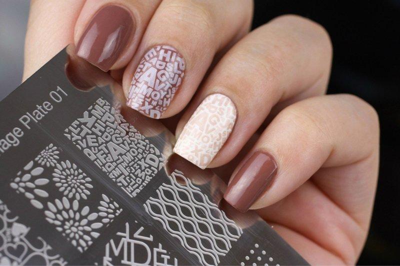 Штампы с надписями на ногтях