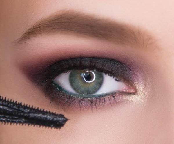 Смоки айс в пурпурных оттенках для серых глаз