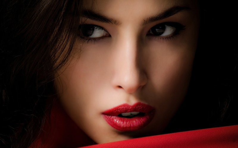 Макияж с красной помадой (26 фото): вечерний и дневной make-up для брюнеток, блондинок, русых и шатенок