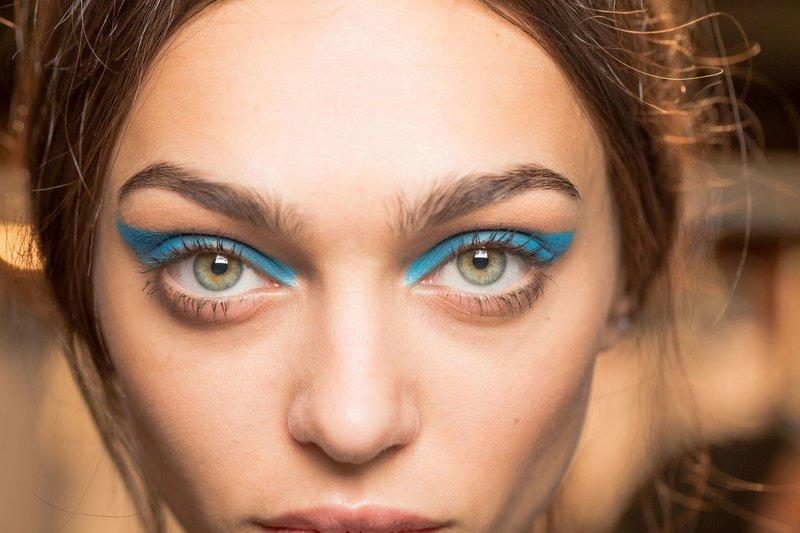 Голубые стрелки на глазах