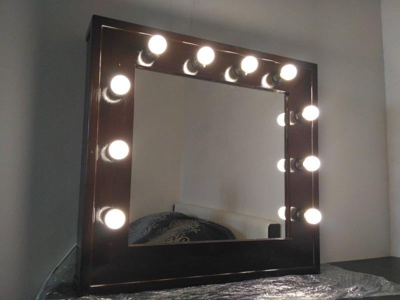 Зеркало с лампочками от ИКЕА