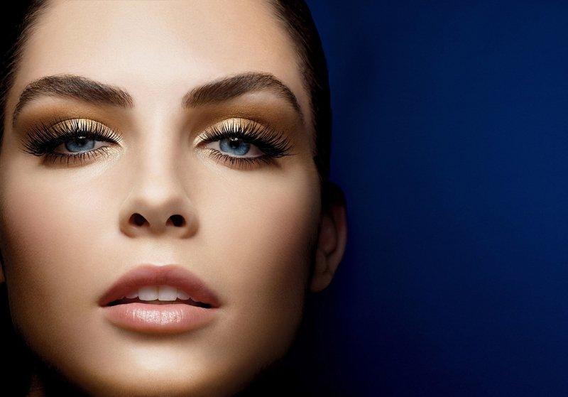 Нежный макияж с золотистыми тенями