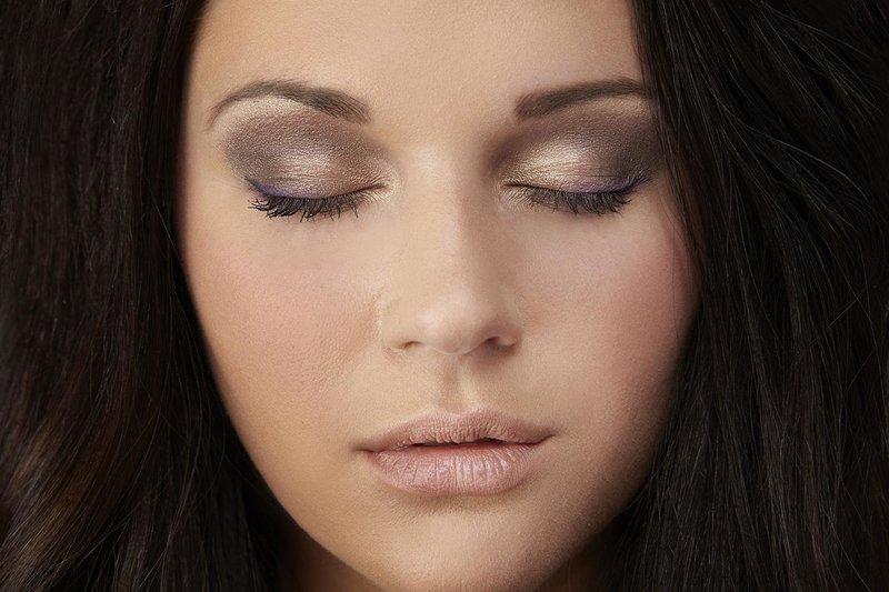Дневной макияж в золотистых тонах с ярким акцентом