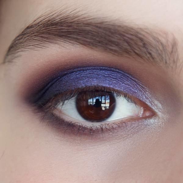 Выделение внутреннего уголка глаза