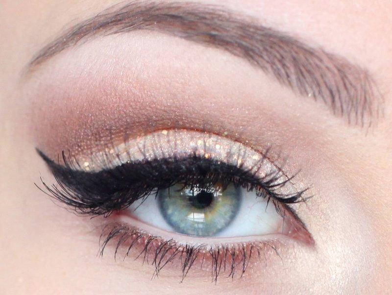 Эффектный макияж с шиммером для голубых глаз