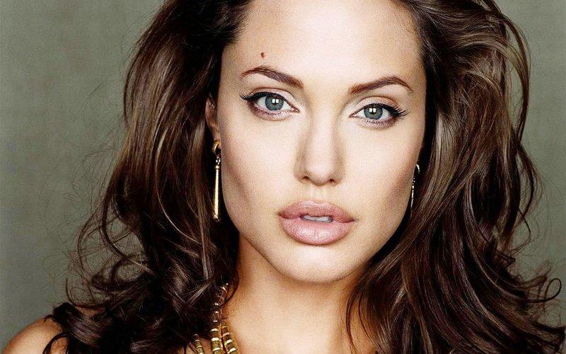 Нюдовый макияж Анджелины Джоли