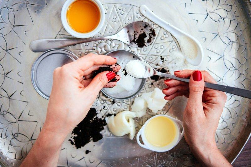 Восстанавливающая маска из яйца и меда