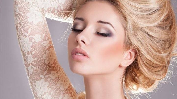 Яркий свадебный макияж для блондинок