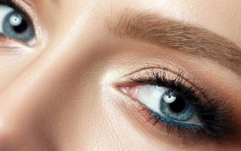Рельефная техника макияжа для голубых глаз