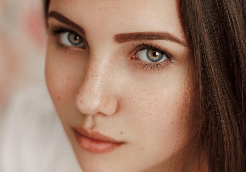 Естественный макияж в оттенках персика