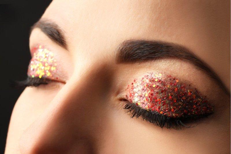 Яркий макияж с мелкими камифибуками