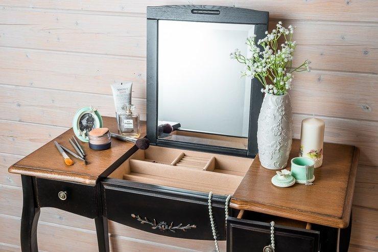 Столик для макияжа с зеркалом