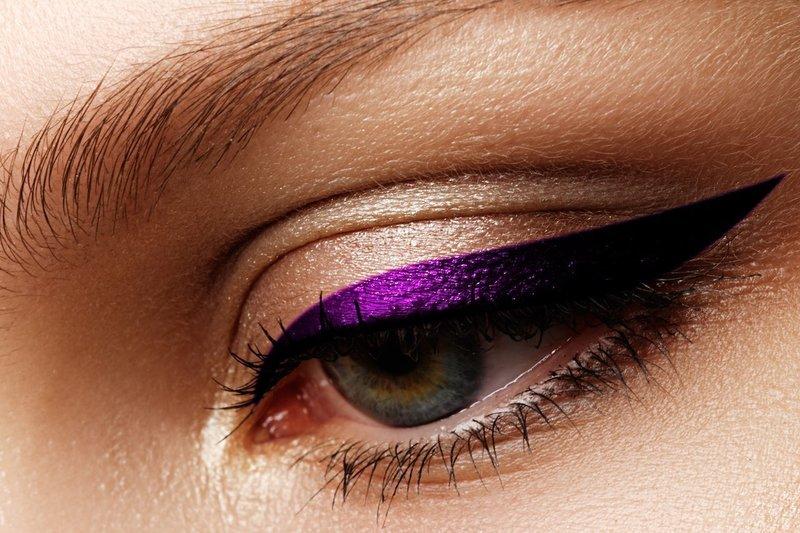 Нюдовый мейкап с фиолетовым шиммером