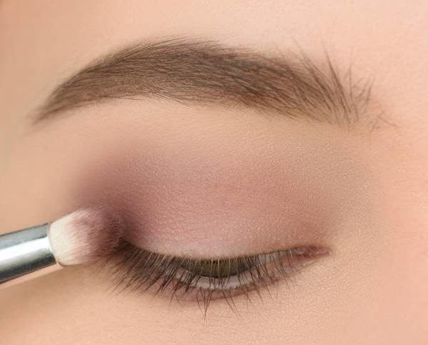 Затемнение внешнего уголка глаза