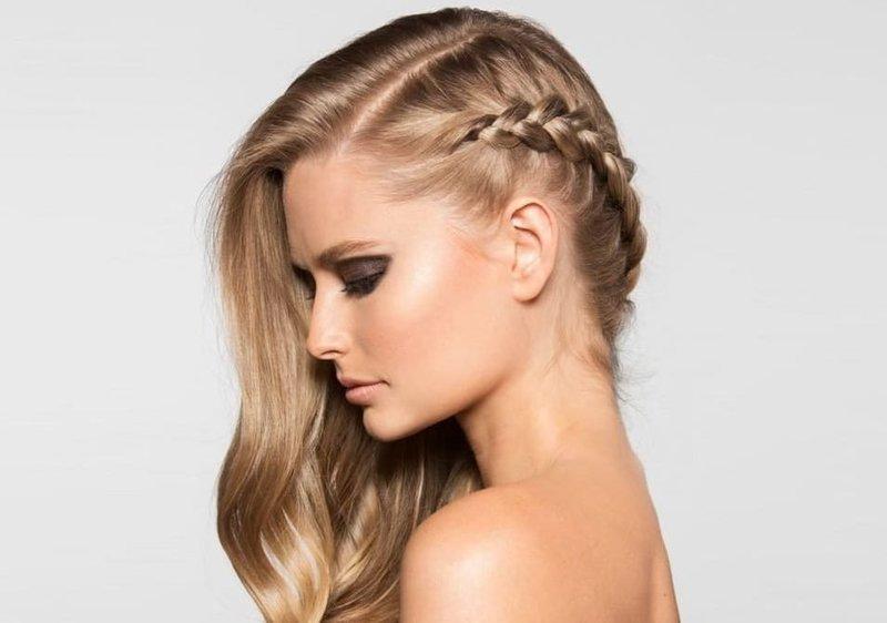 Асимметричная причёска с косой на новый год