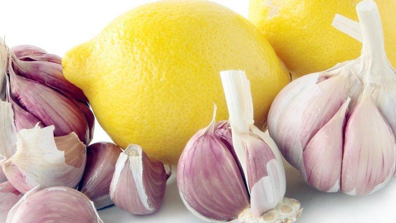 Эффективная маска для волос из лимона и чеснока