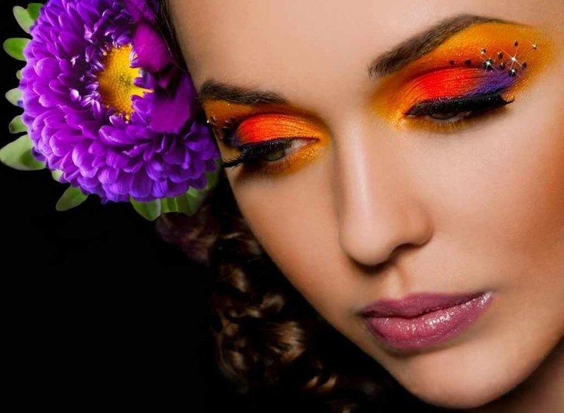 Яркий макияж отлично подойдет для вечеринки