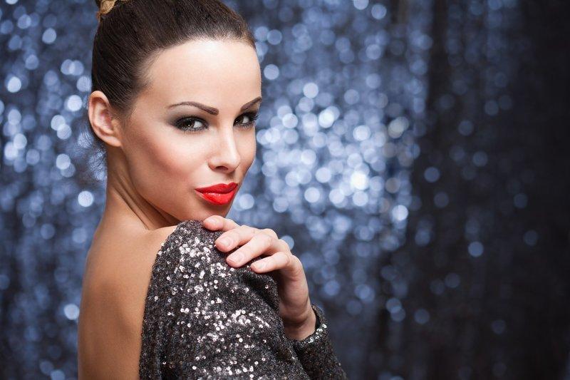 Новогодний макияж для брюнеток
