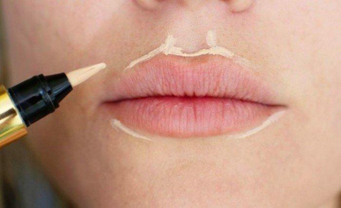 Нанесение консилера вокруг губ