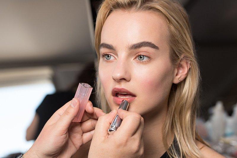 Лёгкий макияж в персиковых оттенках
