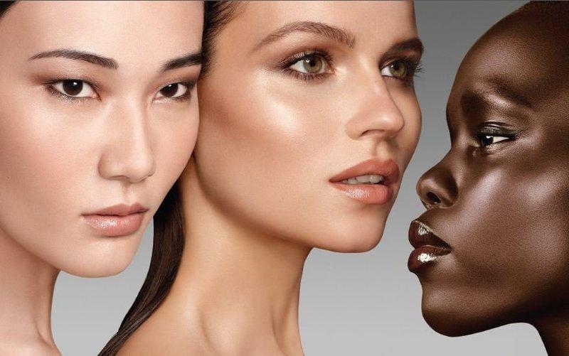 Хайлайтер используется для придания коже естественного блеска