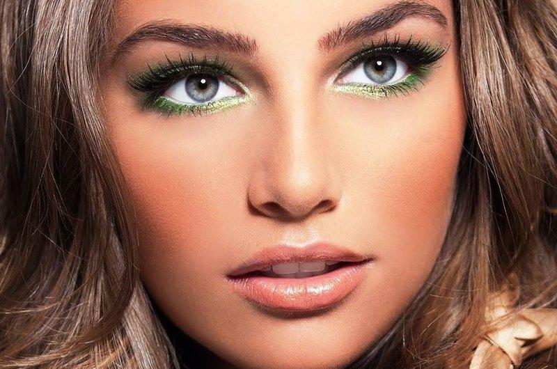 Вечерний макияж в зелёных тонах для голубых глаз