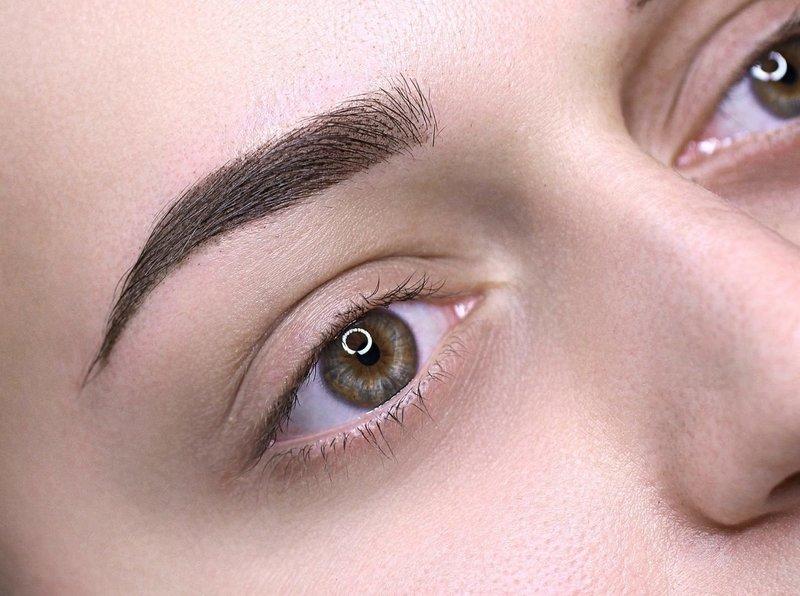 Комбинированная техника перманентного макияжа бровей