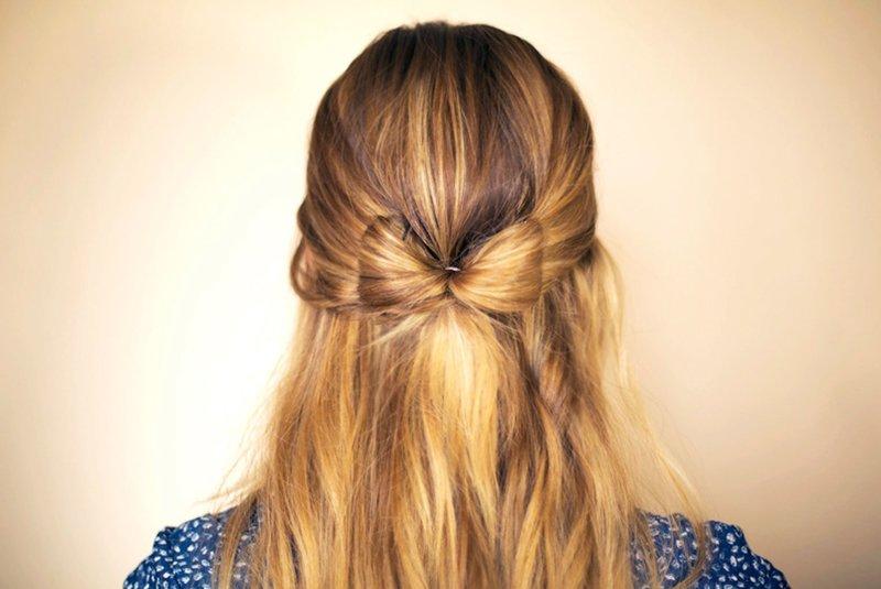 Причёска с бантом из волос