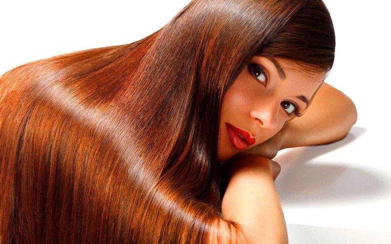 Маска из касторового масла придает волосам естественный блеск