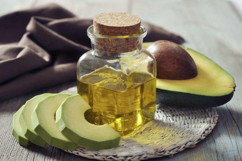 Лечение сухих и ломких волос маской из авокадо