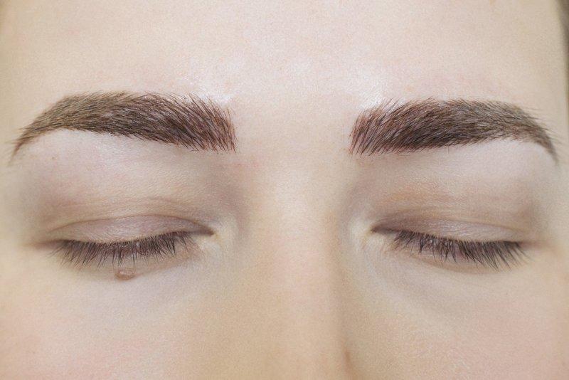 Волосковая техника перманентного макияжа бровей