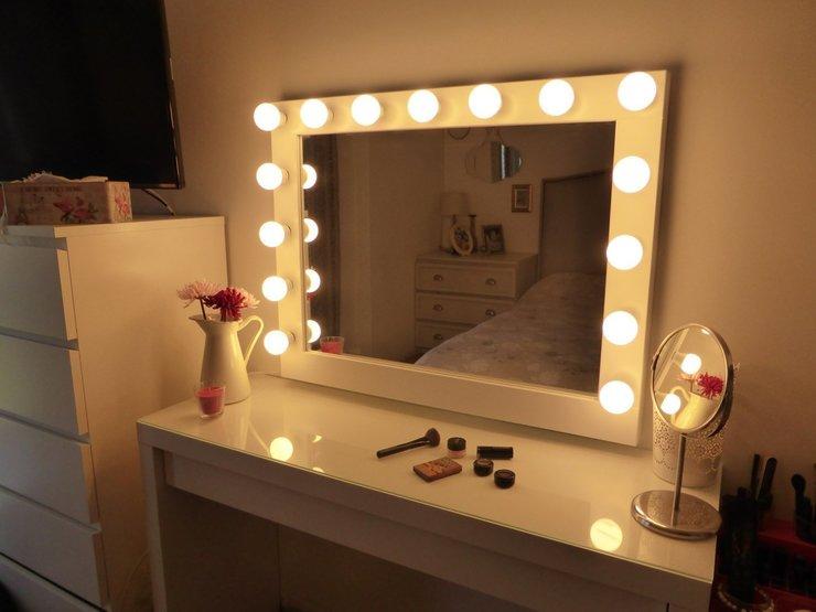 Зеркало с подсветкой для макияжа