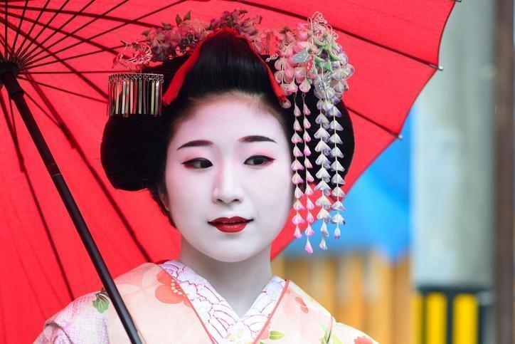 Образ гейши - один из видов японского макияжа