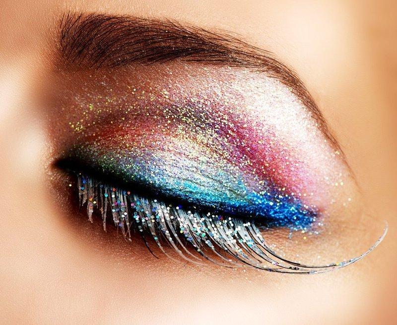 Разноцветный макияж с глиттером на новый год