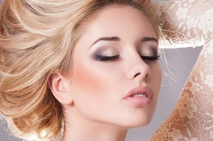 Как сделать яркий макияж глаз?