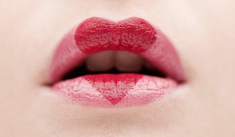 Креативный макияж губ для вечера