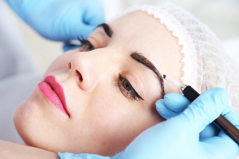 Обозначение контура при перманентном макияже