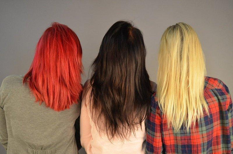 Ярко окрашенные волосы